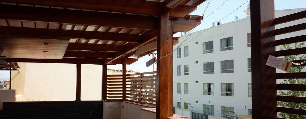Una terraza de madera sencilla y moderna en el techo for Terrazas de madera modernas