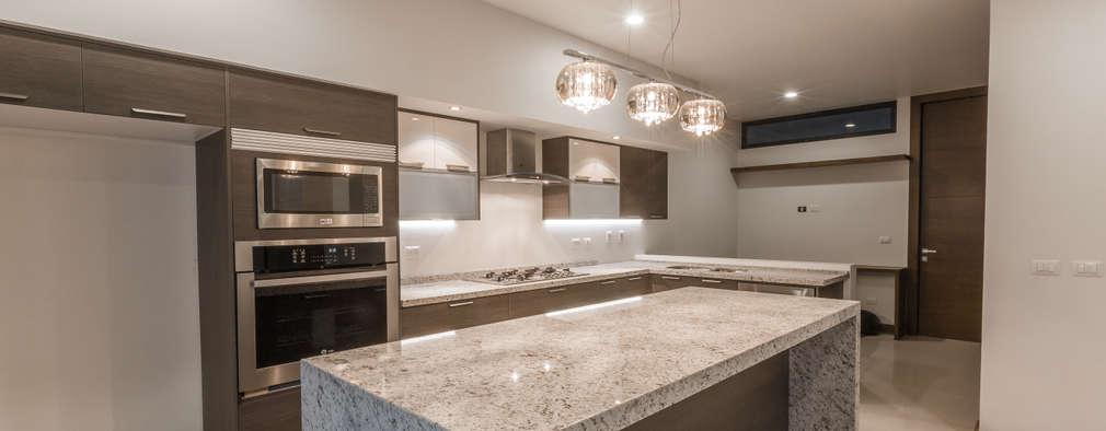 Vistas del Sol: Cocinas de estilo moderno por 2M Arquitectura
