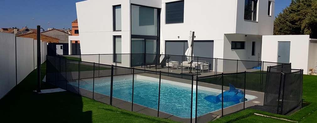 modern Pool by MODULAR HOME