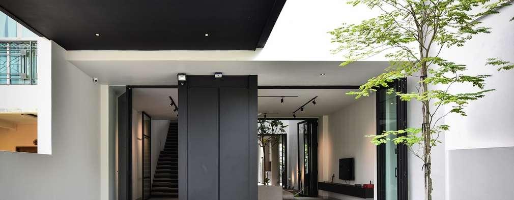 Corridor & hallway by Sen's Photographyたてもの写真工房すえひろ