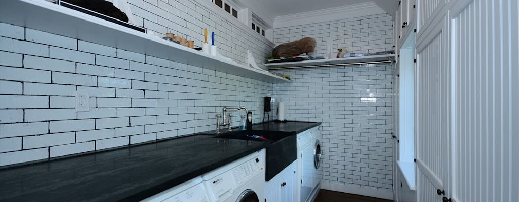 Laundry Room: classic Kitchen by John Toates Architecture and Design