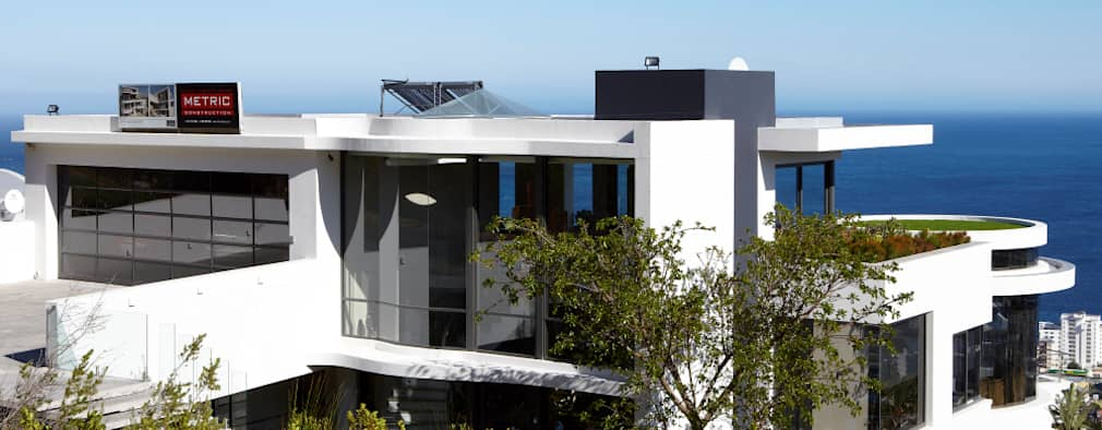 View from the back 1: modern Houses by Jenny Mills Architects