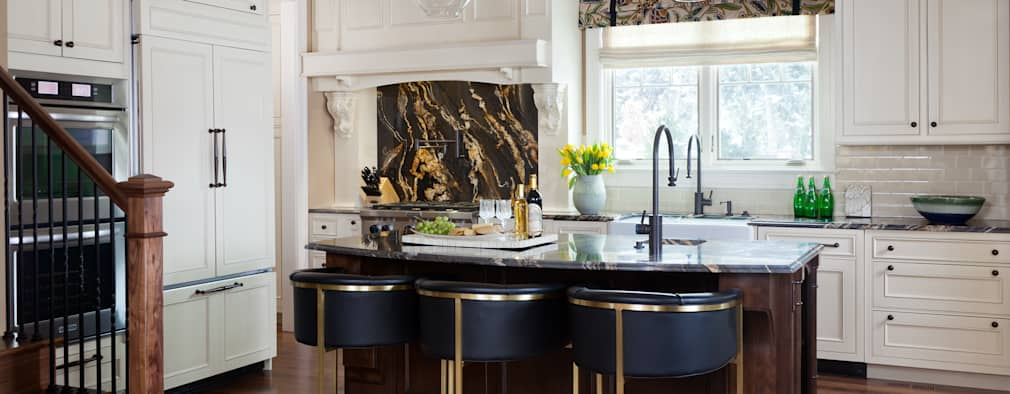 classic Kitchen by Andrea Schumacher Interiors