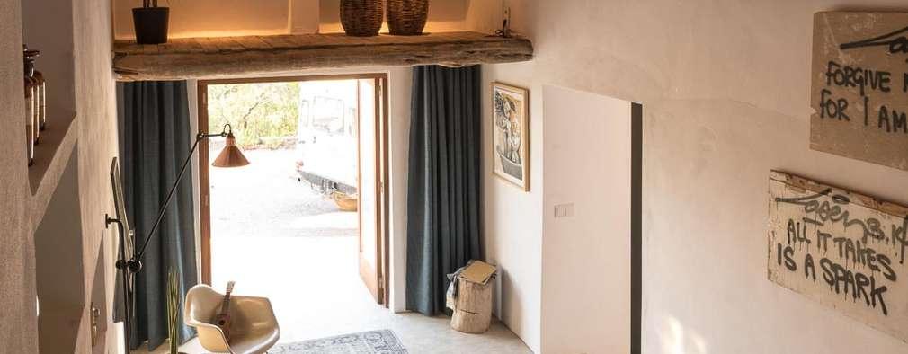 Habitaciones de estilo mediterráneo por Ibiza Interiors - Nederlandse Architect Ibiza
