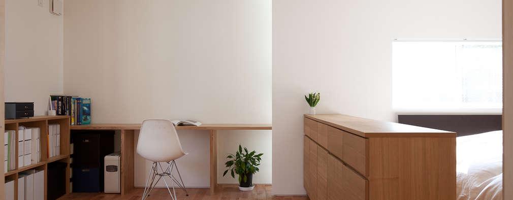 Projekty,  Domowe biuro i gabinet zaprojektowane przez 水石浩太建築設計室/ MIZUISHI Architect Atelier