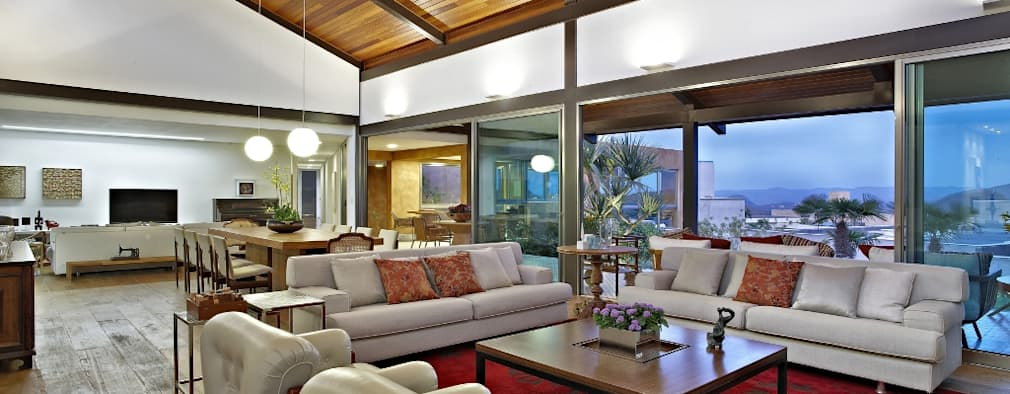 Livings de estilo topical por David Guerra Arquitetura e Interiores