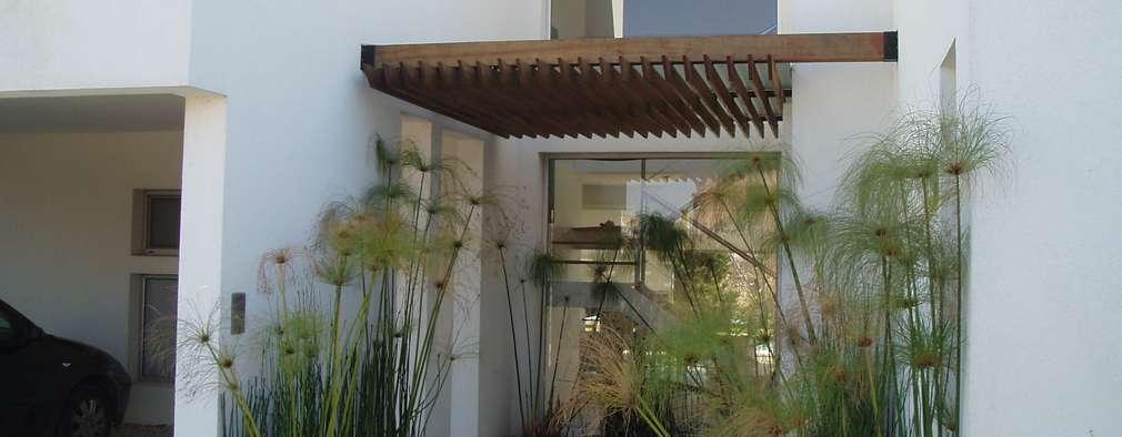 Puertas de cristal para la entrada de tu casa for Casa minimalista cristal