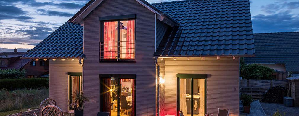 Casas de estilo moderno por KitzlingerHaus GmbH & Co. KG