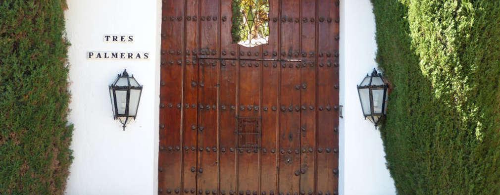 15 puertas de entrada de madera perfectas para tu fachada for Estilos de puertas de madera