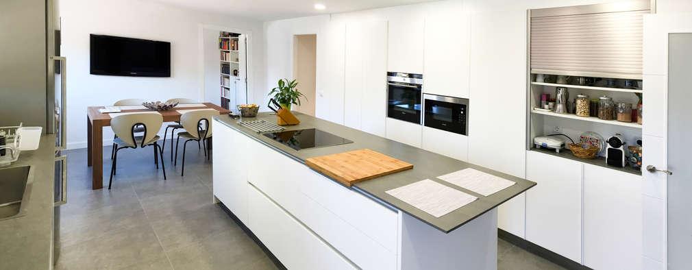 moderne Keuken door arqubo arquitectos