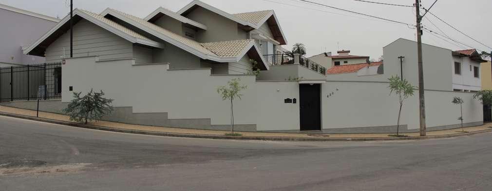 Projekty, klasyczne Domy zaprojektowane przez canatelli arquitetura e design
