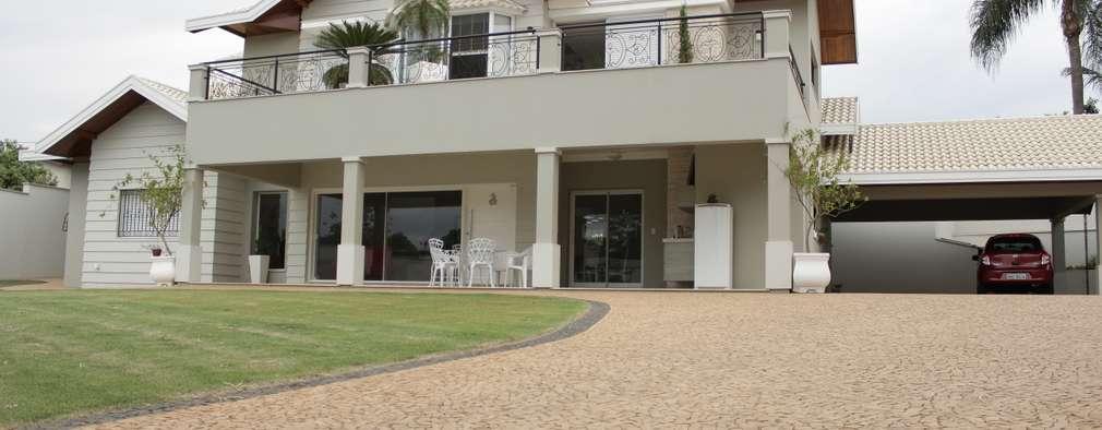 住宅 by canatelli arquitetura e design