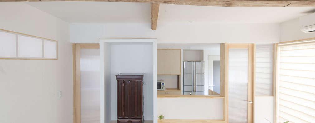アフター 居間からキッチンをみる: 加藤淳一級建築士事務所が手掛けたです。
