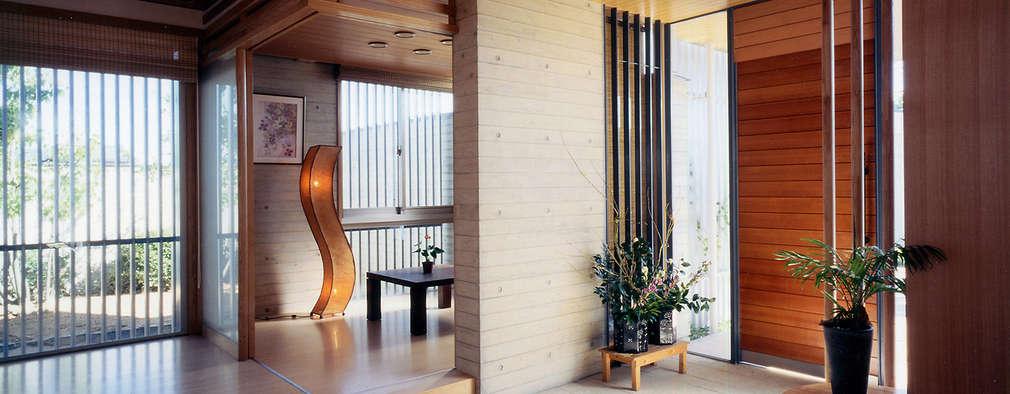 Projekty,  Korytarz, przedpokój zaprojektowane przez シーズ・アーキスタディオ建築設計室