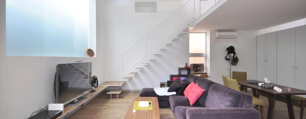 Salones de estilo moderno de 門一級建築士事務所
