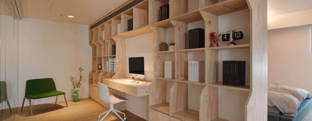 Oficinas de estilo minimalista por 六相設計 Phase6