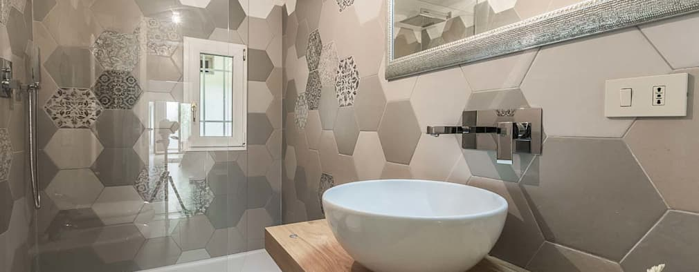 modern Bathroom by Facile Ristrutturare