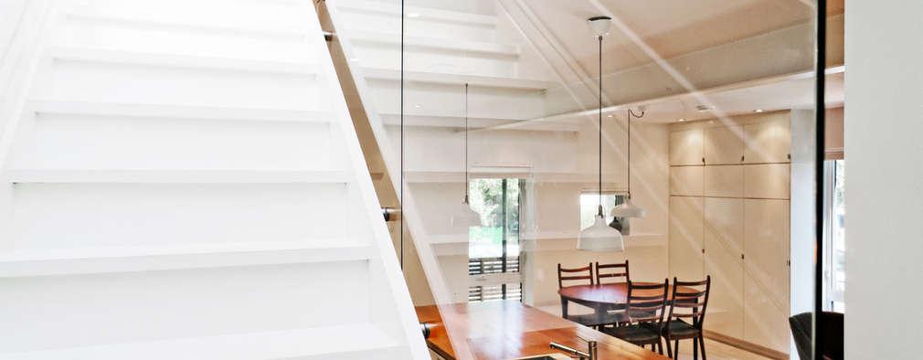 Projekty,  Korytarz, przedpokój i schody zaprojektowane przez Solares Architecture