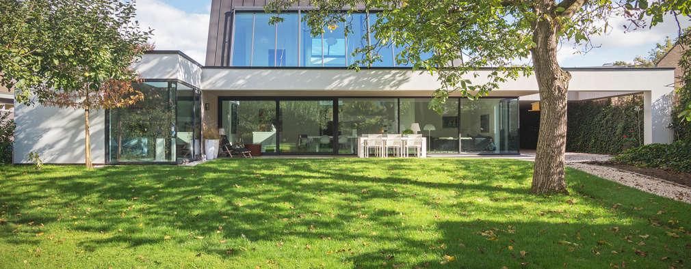 achtergevel Villa Wierden - schipperdouwesarchitectuur: moderne Tuin door schipperdouwesarchitectuur