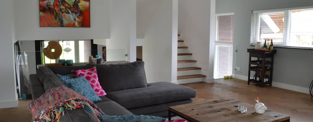 Soggiorno in stile in stile Moderno di Wood! by Vorselaars