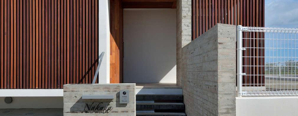 アプローチ: プラソ建築設計事務所が手掛けた家です。