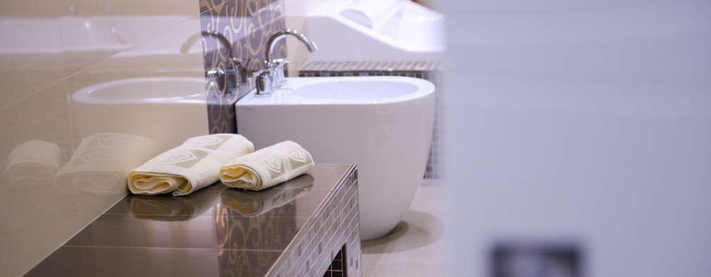 a casa di Leonardo e Iole: Bagno in stile in stile Moderno di yesHome
