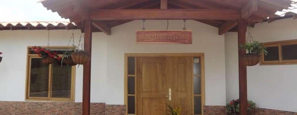 : Casas de estilo tropical por PREFABRICASA