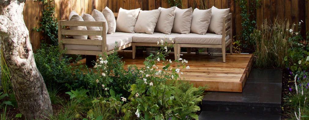 Western Red Cedar Deck with outdoor lounge furniture: modern Garden by Tom Massey Landscape & Garden Design
