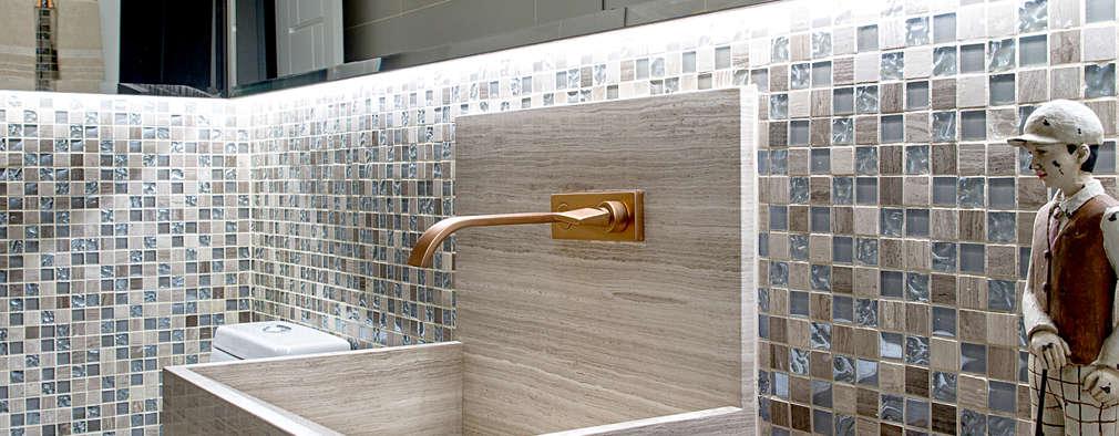 Baños de estilo ecléctico por Milla Holtz Arquitetura