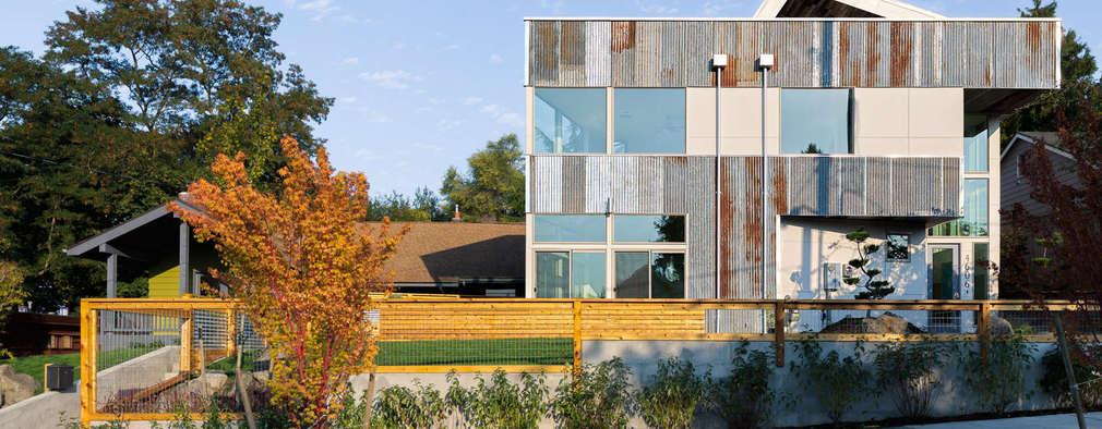 Dwell Development - Reclaimed Modern - Exterior 1: moderne Häuser von Chibi Moku