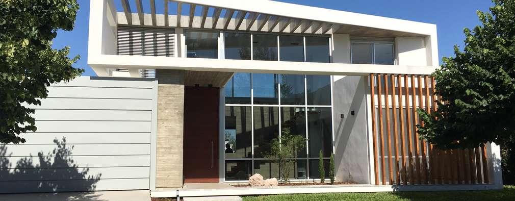 Casas de estilo moderno por costa & valenzuela