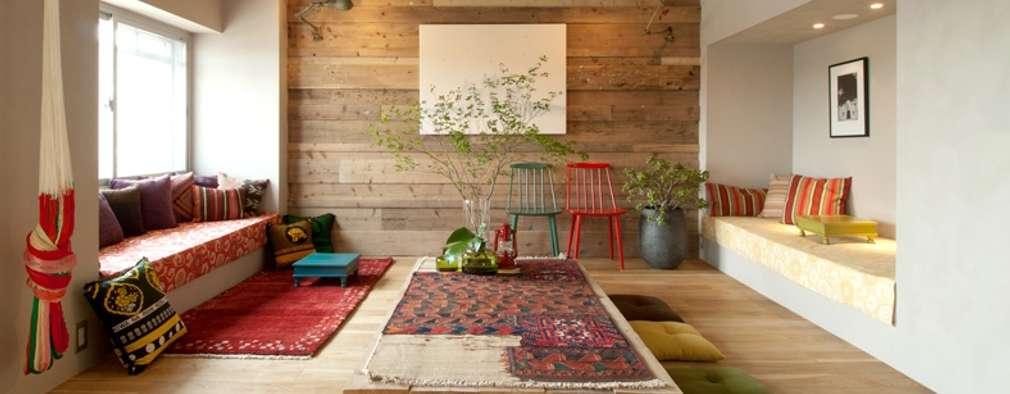 غرفة المعيشة تنفيذ TATO DESIGN:タトデザイン株式会社