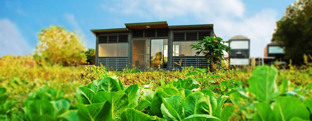 Projekty, rustykalne Domy zaprojektowane przez FAMWOOD 自然紅屋