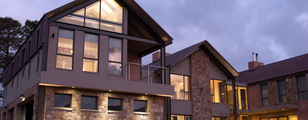 Arrival courtyard: rustic Houses by Urban Habitat Architects