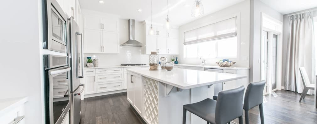 Broadview Showhome: modern Kitchen by Sonata Design