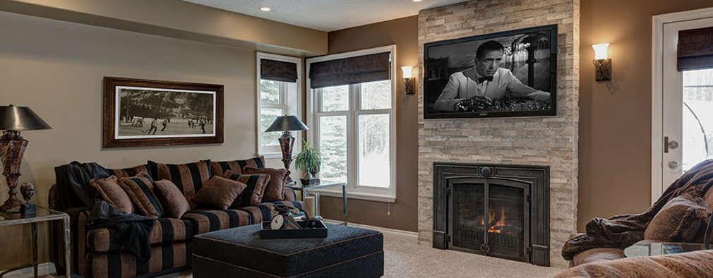 Blueridge Basement: classic Living room by Design Inspirations