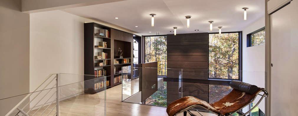 Projekty,  Korytarz, przedpokój zaprojektowane przez KUBE Architecture