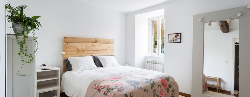 country Bedroom by roomy showroom