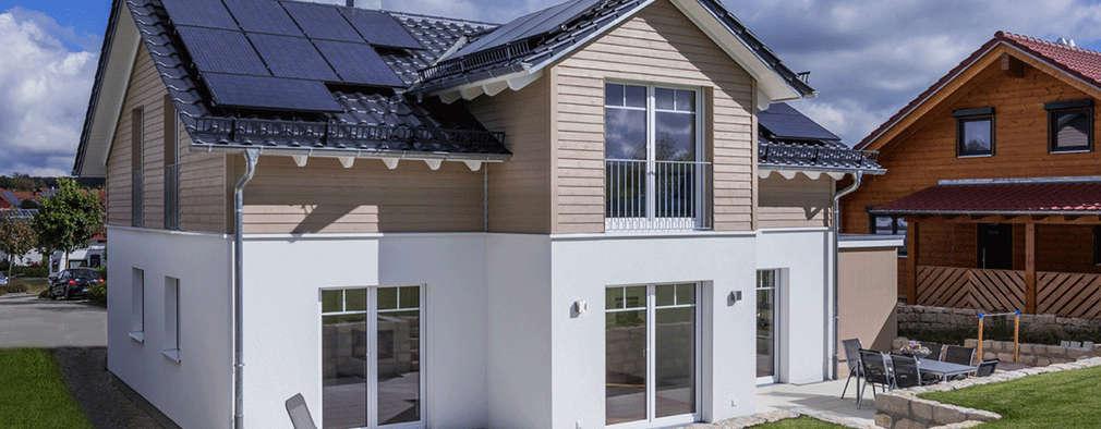 Superb Klassisches Dreigiebelhaus In Warmen Cappuccinobraun Und Sahnigen Weiß:  Moderne Häuser Von KitzlingerHaus GmbH U0026 Co