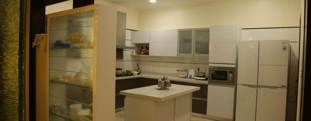 Kitchen supplied by Home center: modern Kitchen by Hasta architects