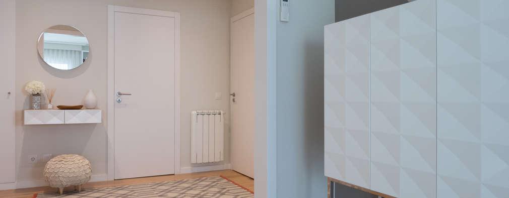 Projekty,  Korytarz, przedpokój zaprojektowane przez MUDA Home Design