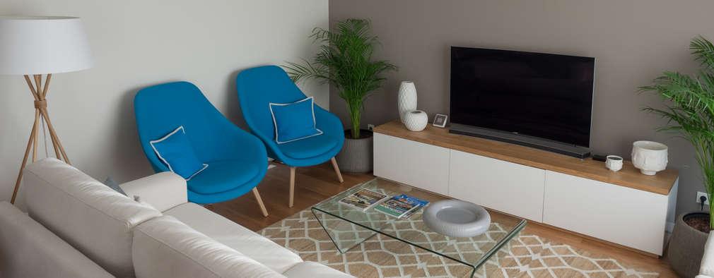 Sala | Depois: Salas de estar modernas por MUDA Home Design