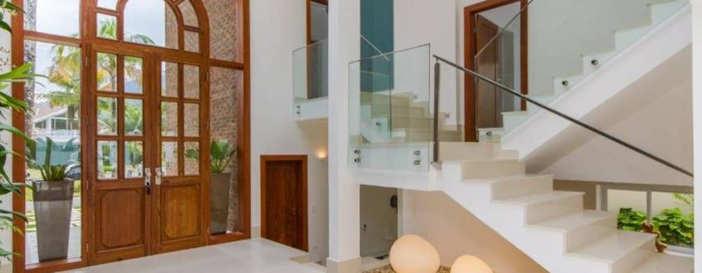 20 ideas fant sticas para decorar el espacio bajo la escalera for Hall de entrada de deco con escaleras