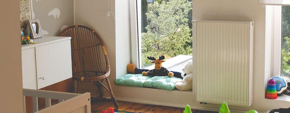 Chambre d'enfant de style de style Moderne par NA NO WO ARCHITEKCI
