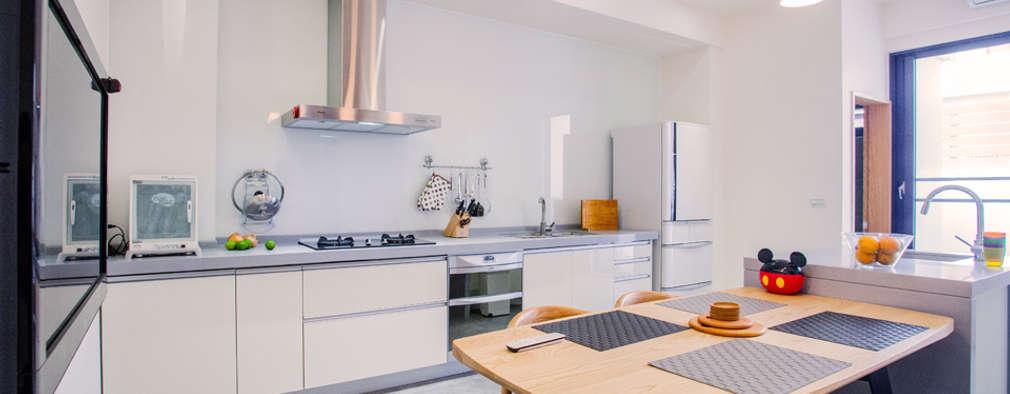 台南 謝宅:  廚房 by 直譯空間設計有限公司