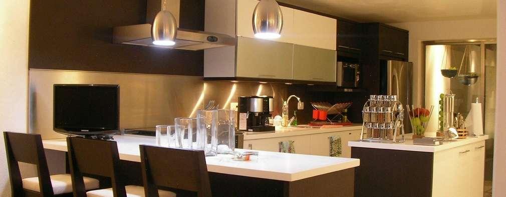 proyecto y obra casa habitacion: Cocinas de estilo ecléctico por FRACTAL CORP Arquitectura