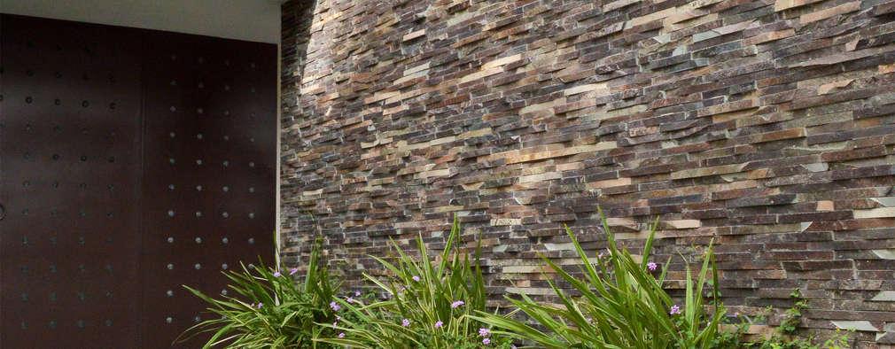 ENTRADA: Casas de estilo moderno por GHT EcoArquitectos