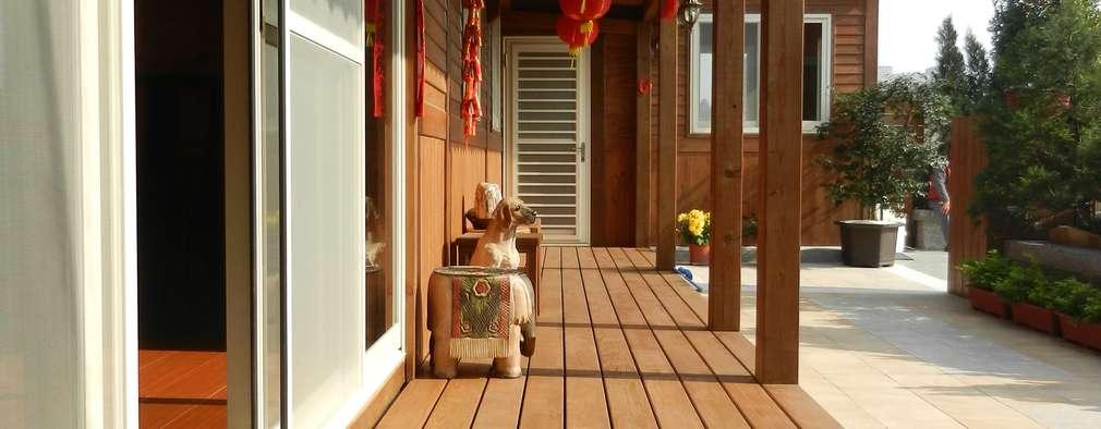木屋 迴廊 遮雨棚 戶外地板:  房子 by 山田小草木作場