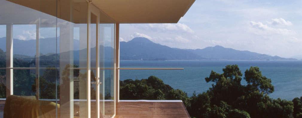 GRASS HOUSE: 森裕建築設計事務所 / Mori Architect Officeが手掛けたベランダです。
