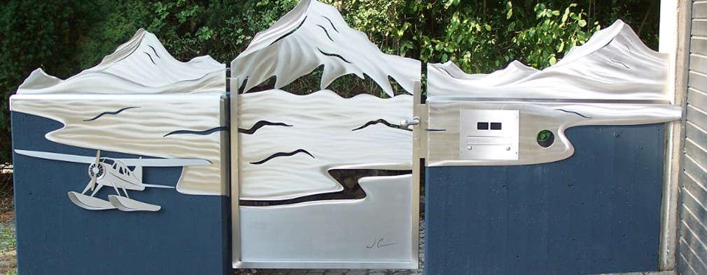"Edelstahl Tore ""Yukon"": moderner Garten von Edelstahl Atelier Crouse - Stainless Steel Atelier"
